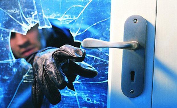 burglar red handed2
